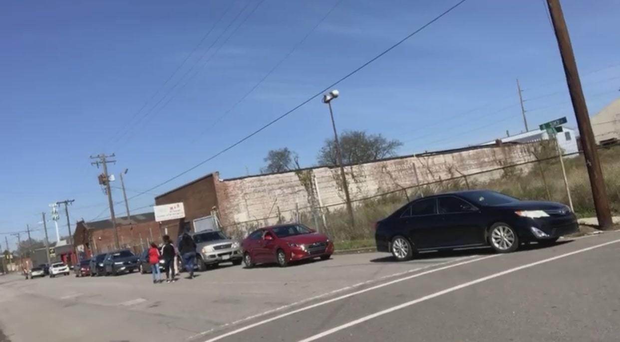 Car line at Farmers to Families Ensley event